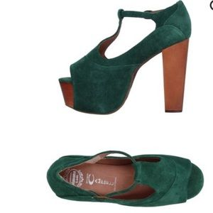 ddcee727dad Jeffrey Campbell Shoes - Jeffrey Campbell Platform Sandals in emerald green